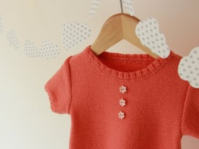 hand_knitted_dress_for_babygirl