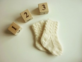 newborn_knitted_socks